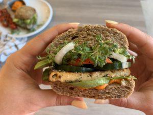 Sandwich mit Black Forest Tofu | gesund, vegan und schnell